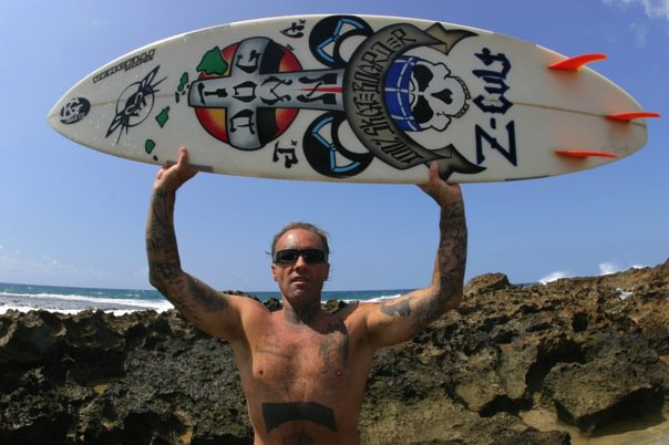 [Jay-Adams-North-Shore-Hawaii-Holding-a-Vercelli-surfboard-with-Vercelli-Art-on-it-photo-Hesham]